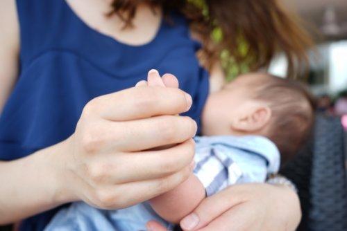 授乳服は本当に必要?母乳育児でも普段はいらない理由と例外的な場面