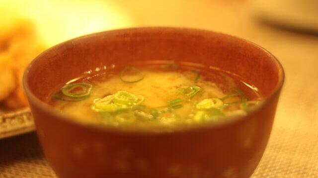 だしパックで簡単、味噌汁の作り方 美味しいおすすめの具はコレ!万能だしもご紹介