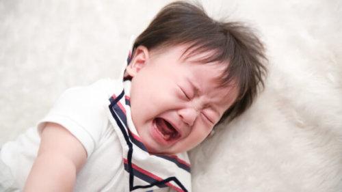 バランスボールで赤ちゃんの寝かしつけが楽になる?!実際使って分かったメリットと注意点