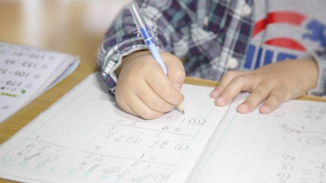 小学校入学前にひらがな・カタカナの読み書きはできないとダメ?1年生最初の宿題から考える